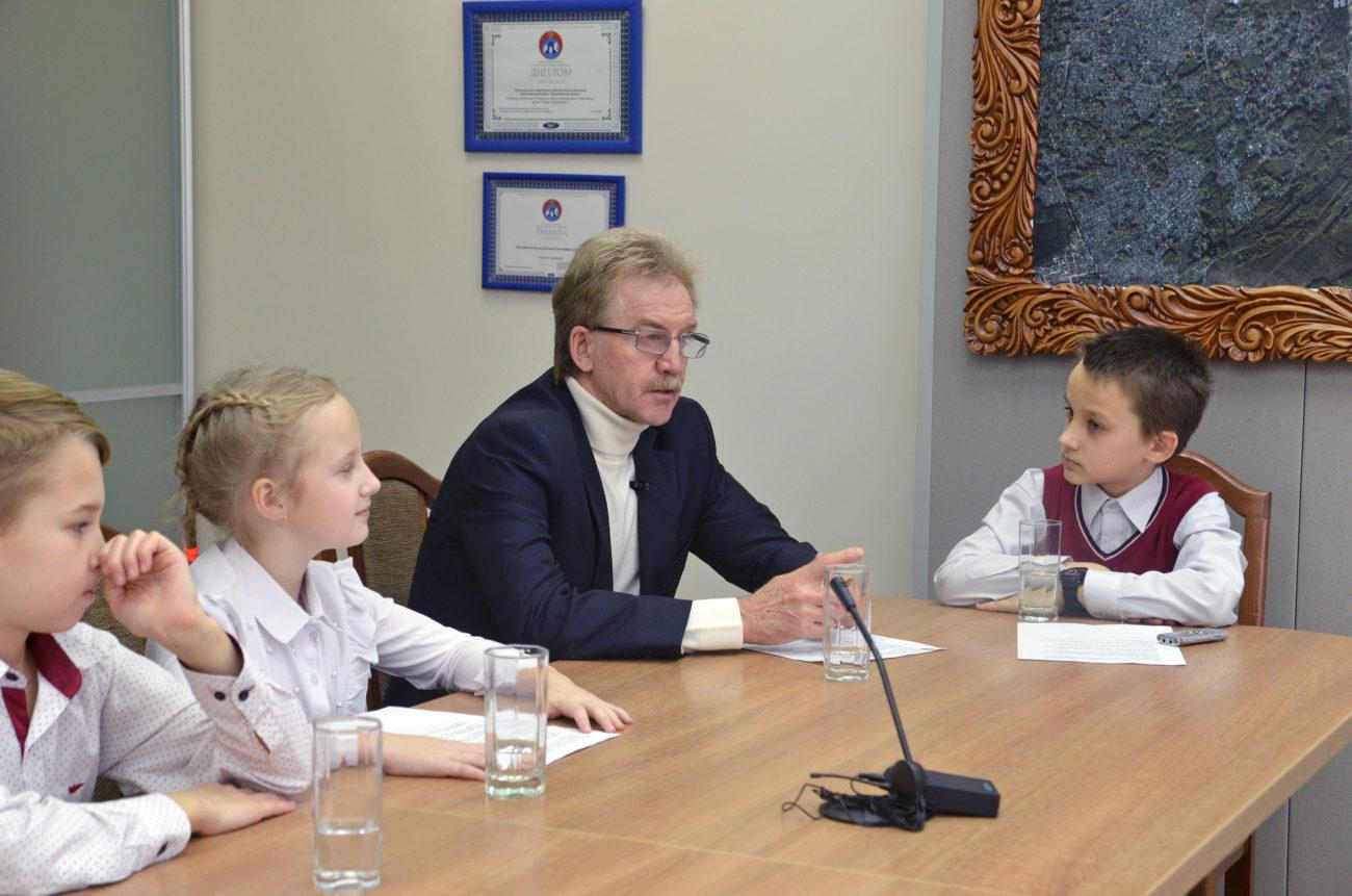 Тсс, идет детская пресс-конференция с мэром наукограда Кольцово
